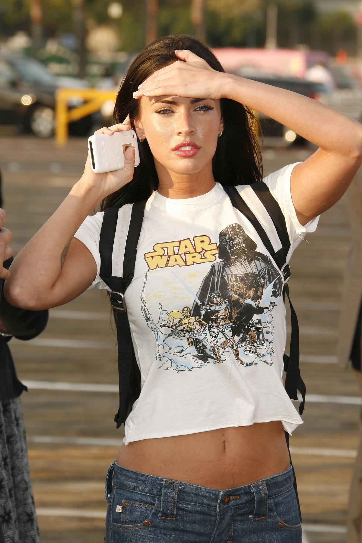 Megan Fox im StarWars T-Shirt
