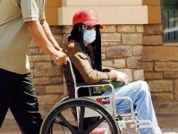King of Pop im Rollstuhl